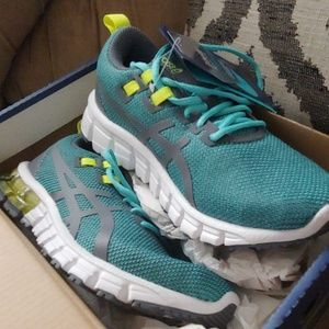 NWT Asics running shoes size 5